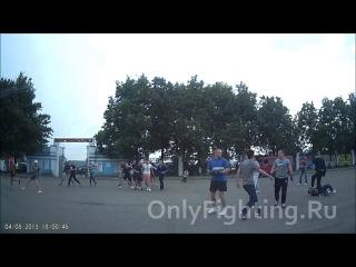 Драка футбольных хулиганов. 4 августа 2013. Иваново, Россия.